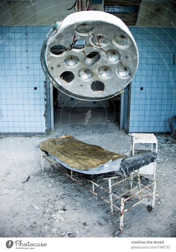 SEHNSUCHT Krankenhaus Ruine abrissreif Abrissgebäude baufällig schäbig alt Verfall verfallen kaputt Zerstörung unbrauchbar Leerstand ruiniert Operationssaal