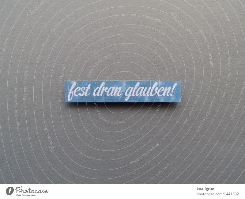 fest dran glauben! Schriftzeichen Schilder & Markierungen Kommunizieren eckig blau weiß Gefühle Hoffnung Glaube Entschlossenheit Religion & Glaube Farbfoto