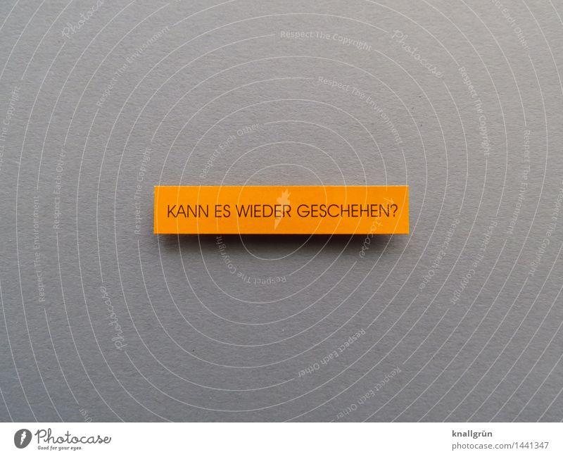 KANN ES WIEDER GESCHEHEN? Schriftzeichen Schilder & Markierungen Kommunizieren eckig grau orange Gefühle Stimmung Menschlichkeit achtsam Wachsamkeit Angst