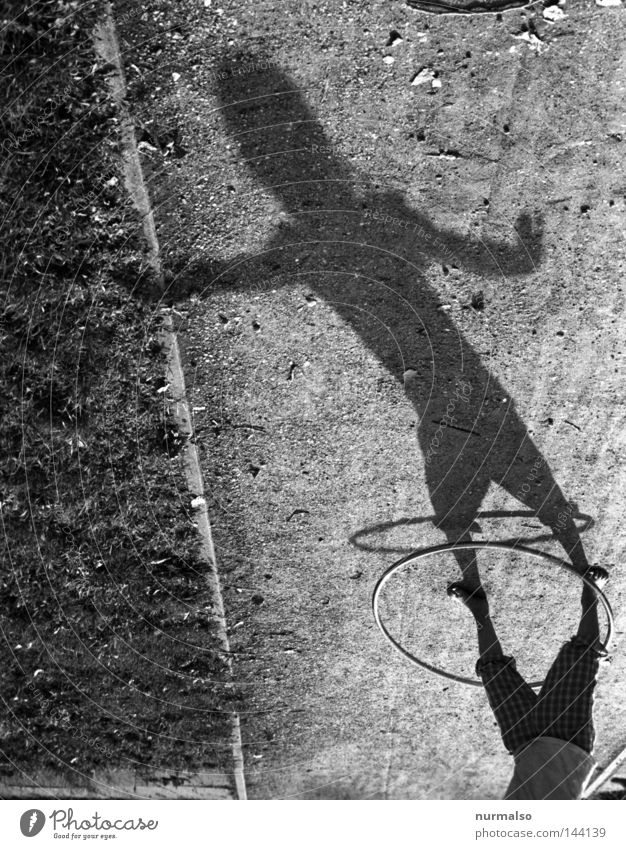 Hulahup four Kreis Ring Sechziger Jahre Hüfte kreisen Schwung Kinderspiel Schatten Wege & Pfade Licht schön Fitness Mädchen rosa Unterrock Rock 'n' Roll