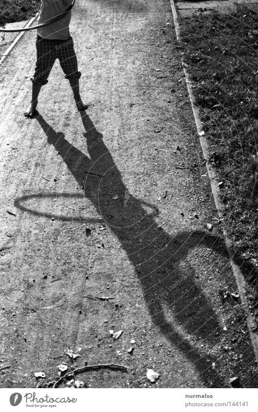 Hulahup five schön Mädchen Freude Einsamkeit Spielen Wege & Pfade Musik rosa elegant Kreis Fitness sportlich Bauch Kind Sechziger Jahre Spielplatz
