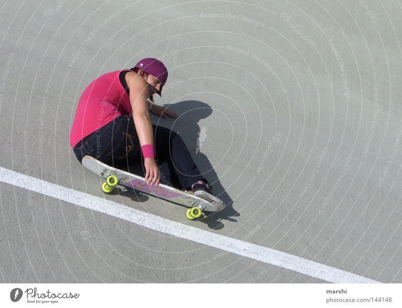 I need speed... Skateboarding Schwung Geschwindigkeit Freizeit & Hobby rosa Stil Kick Sport Körperbeherrschung Beton Straßenkunst Gefühle grinsen gefährlich
