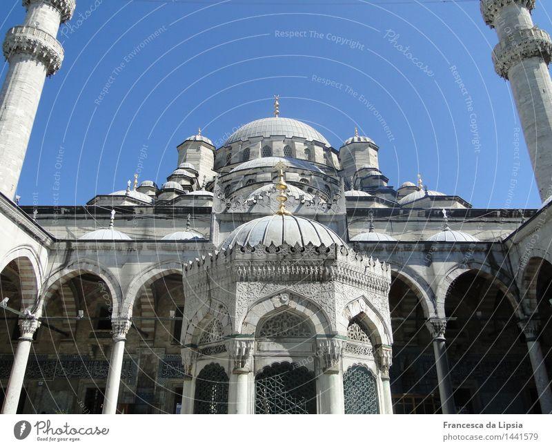 Istanbuls Neue Moschee Ferne Sightseeing Städtereise Sommer Architektur Türkei Hafenstadt Stadtzentrum Altstadt Minarett Sehenswürdigkeit alt ästhetisch