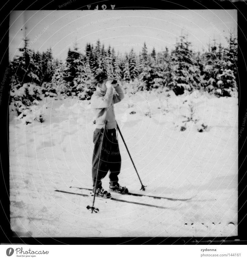 Fotoreisen in die Vergangenheit IV Mensch Mann alt Winter Wald Leben kalt Sport Gefühle Bewegung Zeit Fotografie Skifahren Pause Vergänglichkeit Spuren