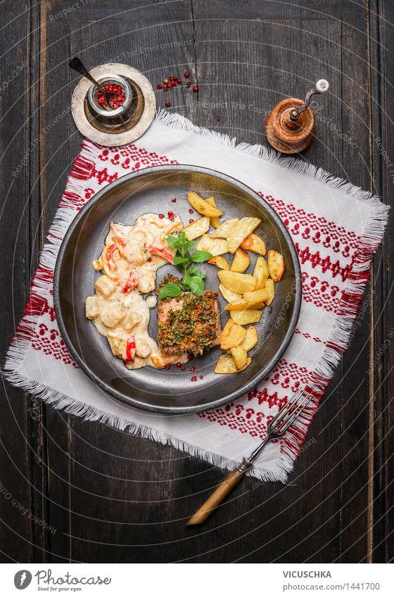 Schweine Rückensteak mit Kräuterkruste Haus Speise Stil Lebensmittel Design Ernährung Tisch Kräuter & Gewürze Küche Gemüse Restaurant Geschirr Teller