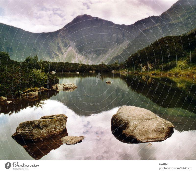Wasser und Felsen Berge u. Gebirge Landschaft Pflanze Luft Himmel Wolken Horizont Wetter schlechtes Wetter Seeufer Stein bedrohlich groß hoch kalt oben Macht