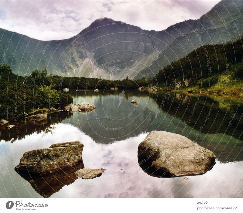 Wasser und Felsen Himmel Pflanze Landschaft Wolken kalt Berge u. Gebirge Wand See Stein oben Horizont Wetter Luft groß hoch