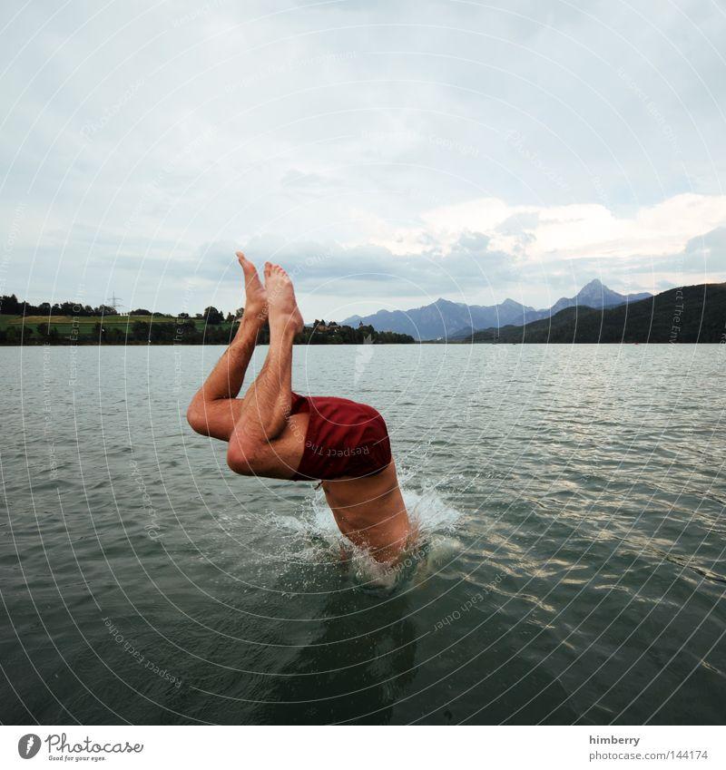 coming down Himmel Mann Jugendliche Hand Ferien & Urlaub & Reisen Erholung kalt Spielen Berge u. Gebirge springen See Deutschland Wetter Wasserfahrzeug