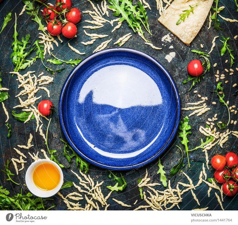 Pasta mit Zutaten für schmackhafte Küche um leerem Teller Gesunde Ernährung gelb Leben Stil Hintergrundbild Lifestyle Lebensmittel Design Tisch