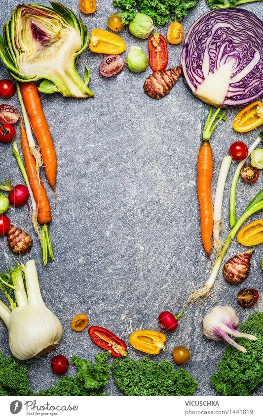 Auswahl an frischem Gemüse für gesundes Kochen Lebensmittel Salat Salatbeilage Ernährung Bioprodukte Vegetarische Ernährung Diät kaufen Stil Design Gesundheit