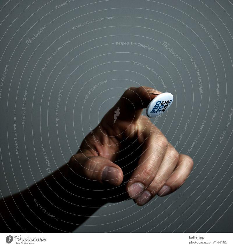 e.t. meets p.c Mensch Mann Schilder & Markierungen Haut Finger berühren Schmerz Werbung Gott Werbebranche Identität Knöpfe Blut Etikett Verabredung Blech