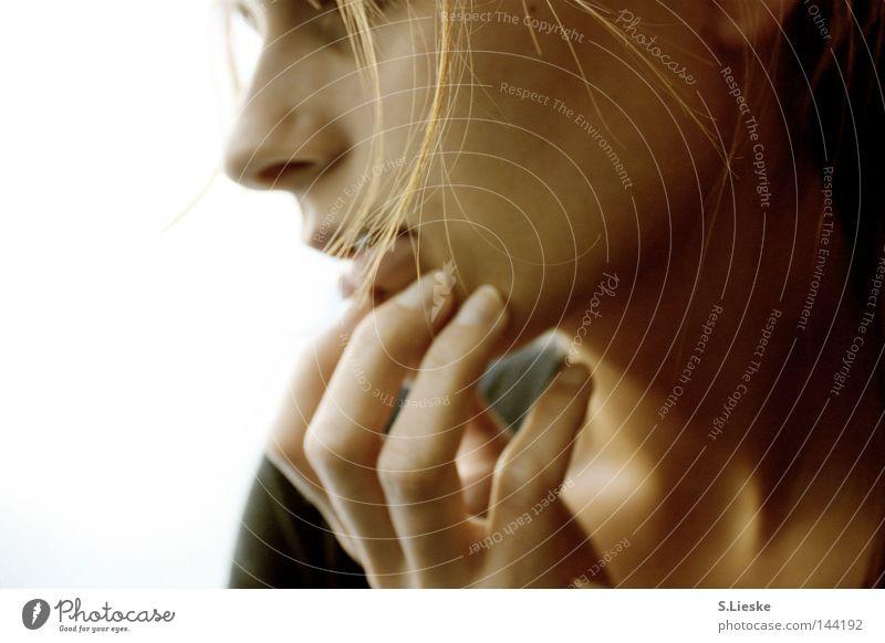 Goldhaar Frau Hand Gesicht Haare & Frisuren Nase Sehnsucht Porträt