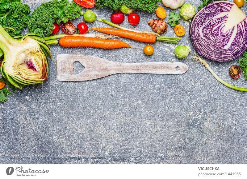 Frisches Gemüse Zutaten und Kochlöffel Lebensmittel Ernährung Abendessen Festessen Bioprodukte Vegetarische Ernährung Diät Slowfood Löffel Stil Design