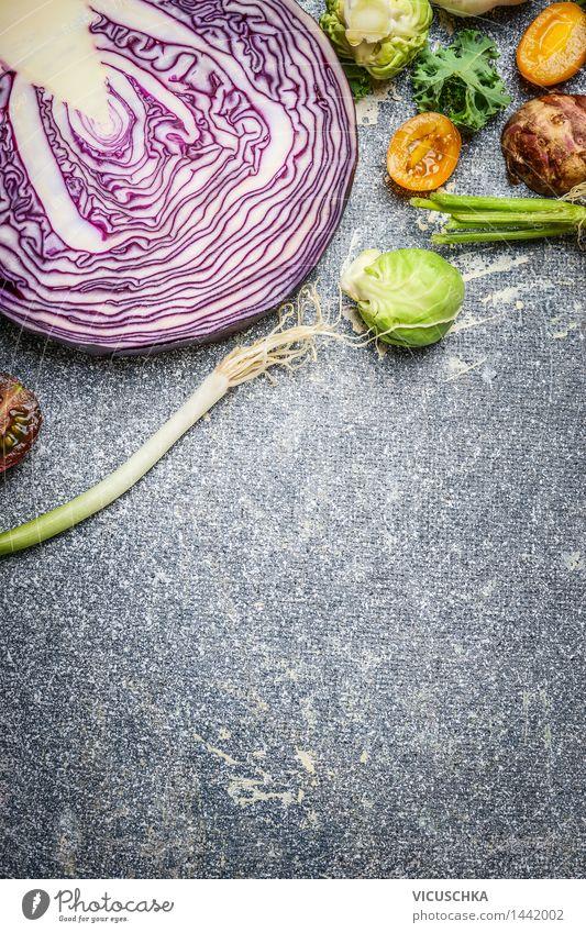 Rotkohl und Gemüse Zutaten fürs Kochen Lebensmittel Ernährung Bioprodukte Vegetarische Ernährung Diät Stil Design Gesunde Ernährung Tisch Natur Kohl Vitamin