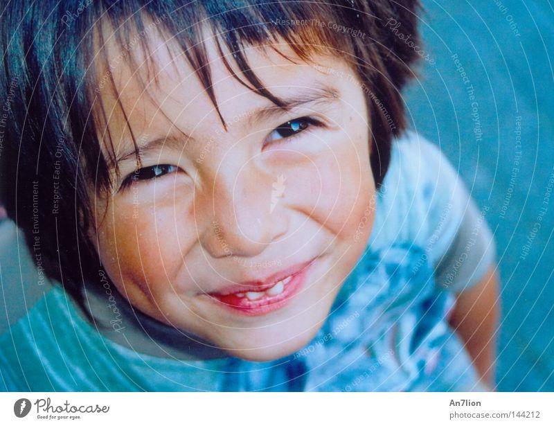 Freut mich dich zu sehn Mensch Kind Gesicht Junge lachen Freundlichkeit Porträt grinsen