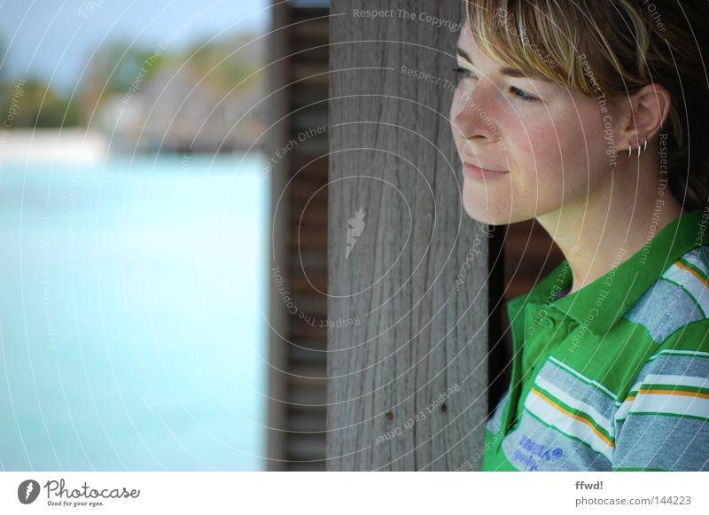 relief Frau Mensch Wasser Meer Sommer Strand Ferien & Urlaub & Reisen Erholung feminin träumen Denken Zufriedenheit Küste Zeit frei Freizeit & Hobby
