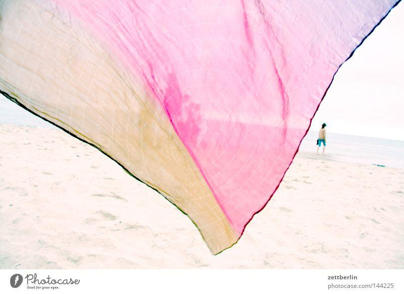Tuch in Baabe Meer Sommer Strand Ferien & Urlaub & Reisen Erholung Sand Küste Wind Insel Fahne Reisefotografie Feder Dekoration & Verzierung Klarheit Sturm Stoff