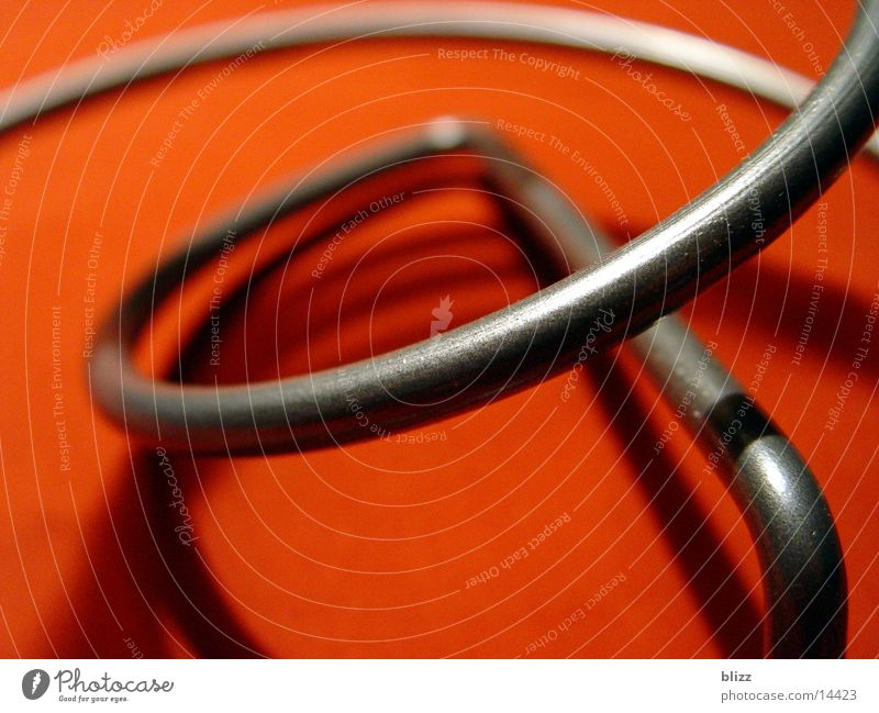Twisted 2 Weinhalter Spirale gekrümmt Spielen schwungvoll Dinge weinständer Metall Makroaufnahme Dynamik