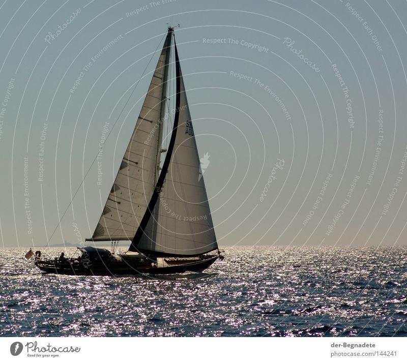 Segeln1 Wasser Himmel Meer blau Ferien & Urlaub & Reisen ruhig Einsamkeit Sport Erholung Spielen Freiheit See Wellen glänzend Wind frei