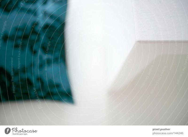 Kontrast weiß blau ruhig Tisch modern weich Frieden Häusliches Leben türkis sanft Kissen Lounge friedlich