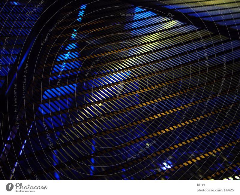 Gitter Graz Licht schwarz Architektur Makroaufnahme murinsel kulturhaupstadt Lichtstrahl Strukturen & Formen blau durchsichtig Metall black blue lightbeam