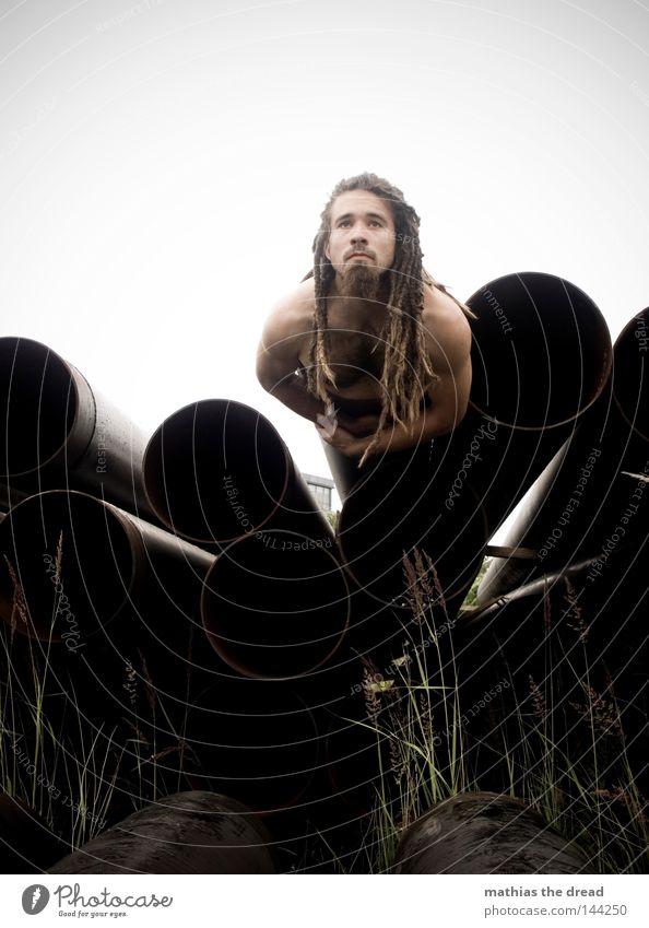 BLN 08 | ABSCHUSSBASIS Mensch Mann Natur Pflanze Wolken schwarz Einsamkeit kalt dunkel Spielen grau Haare & Frisuren Gras Regen