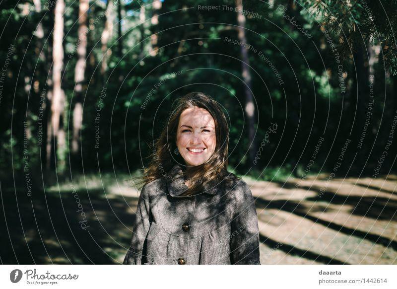 im Schatten spielen Natur schön Sommer Baum Landschaft Freude Wald Leben Gefühle feminin Stil Spielen Lifestyle Freiheit Stimmung Design