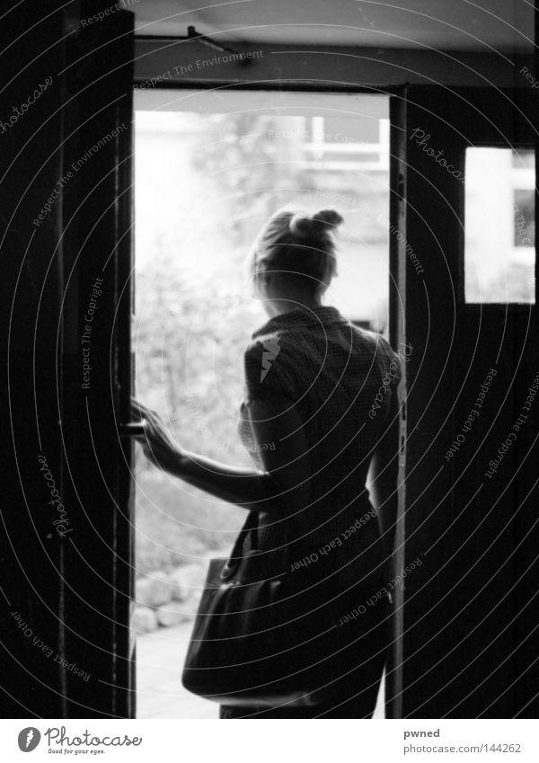 Hofgang Frau Tür Europa Vergänglichkeit Siebziger Jahre