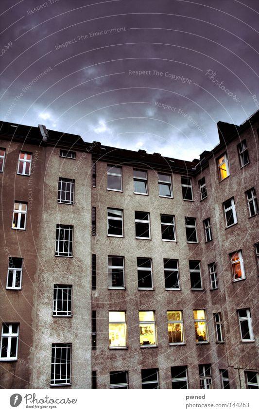 Mietskaserne Himmel Haus Fenster Architektur Perspektive Hinterhof HDR