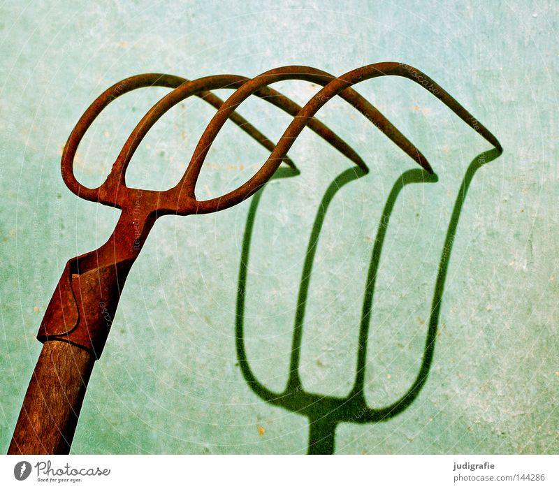Vierzack Forke Licht Schatten Werkzeug Landwirtschaft 2 3 4 Spitze Stahl Schmied schmieden Waffe Stall Beton Farbe Handwerk mulchgabel dunggabel holzstiel