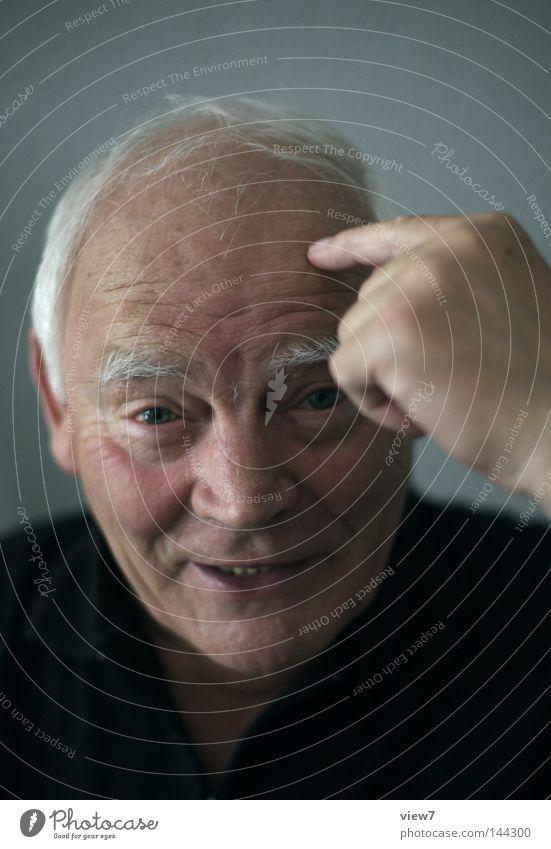 Vogel haben Mann alt Hand Porträt Freude Gesicht Auge Leben Senior lachen Mensch lustig Vogel Mund Haut Nase