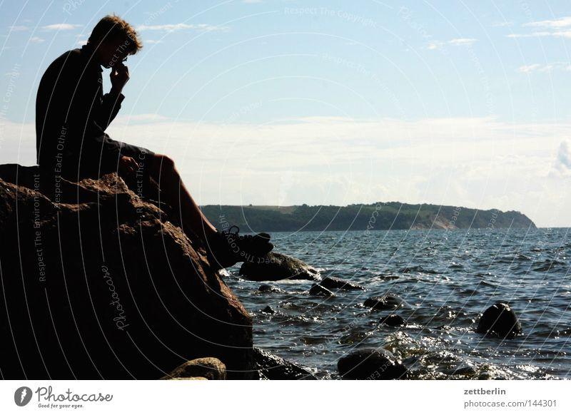 Kasper Ort/Alt-Reddewitz Jugendliche Wasser Meer Sommer Strand Ferien & Urlaub & Reisen Erholung Stein Denken Küste Wellen Felsen sitzen Romantik Aussicht