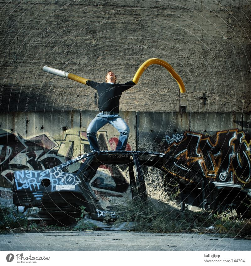 falscher film Mensch Mann Hand gelb Graffiti Wand Stil PKW Wildtier Arme wild mehrere Beton verrückt Zukunft Müll