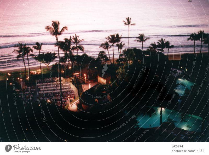 Hawaii Hotel dunkel Nacht Paradies Resort Ferienanlage Reisefotografie Ferien & Urlaub & Reisen Insel Meer Wellengang Pazifik Pazifikstrand Palmenstrand Idylle