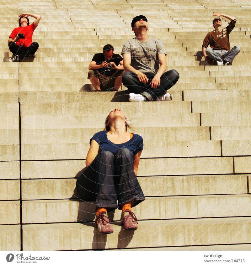 BLN | AUSDERREIHETANZER Mensch Frau Mann weiß Sommer schwarz Erholung feminin grau Menschengruppe Stil Beine hell Linie sitzen Arme