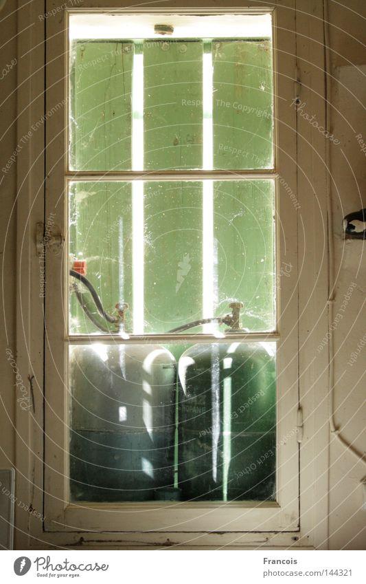 Gas Sommer Fenster Häusliches Leben Frankreich Tank Fensterladen Fensterrahmen Gasflaschen Gastank