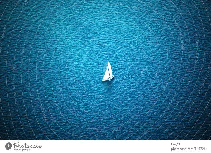 Nah und doch fern ... Schweiz See Meer Wassertropfen Einsamkeit grau Gipfel Ferne Ferien & Urlaub & Reisen Segeln Wasserfahrzeug Wolken Aussicht Erholung