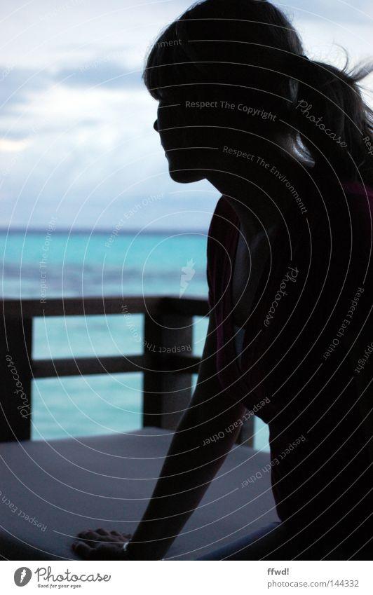 heavenly Frau Mensch Wasser Himmel Meer Strand Ferien & Urlaub & Reisen Einsamkeit Erholung feminin Freiheit träumen Denken Zufriedenheit Küste Zeit