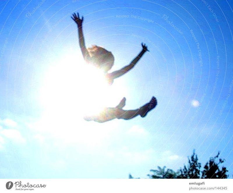 jump3 Sonne Trampolin springen frei Freiheit Fröhlichkeit Freude Glück Licht blau Alkoholisiert Gegenteil Kontrast schwanger Leben Himmel fliegen Leichtigkeit