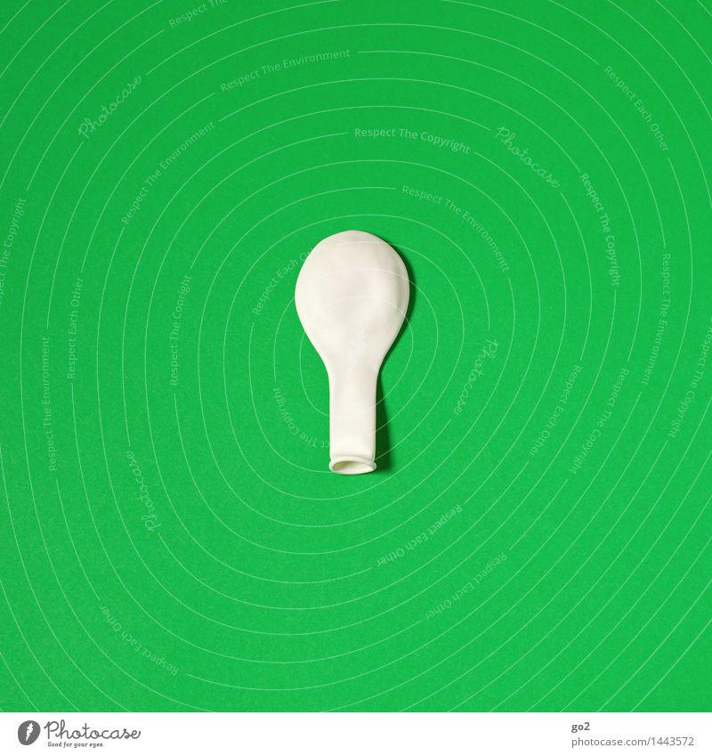 111 / Weiß auf Grün grün Farbe weiß Freude Feste & Feiern Party Design Freizeit & Hobby Dekoration & Verzierung Geburtstag ästhetisch einfach Luftballon Veranstaltung Silvester u. Neujahr Karneval