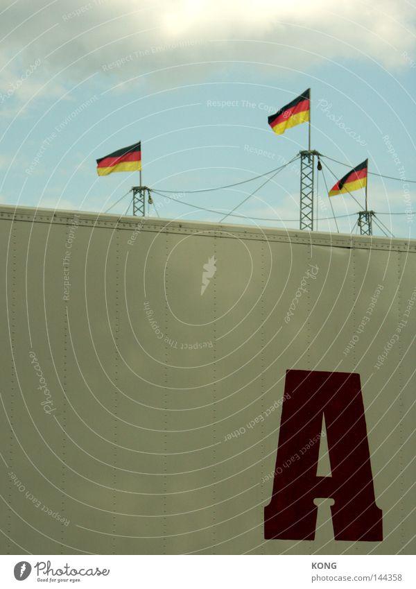 du bist A Buchstaben Lateinisches Alphabet Schilder & Markierungen Zeichen Typographie Fahne 3 Himmel Deutschland Deutsche Flagge Beginn Fahnenmast