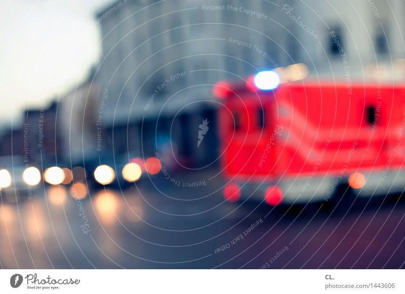 tatütata Gesundheitswesen Haus Verkehr Verkehrsmittel Verkehrswege Straßenverkehr Autofahren Verkehrsunfall Straßenkreuzung Wege & Pfade Fahrzeug PKW