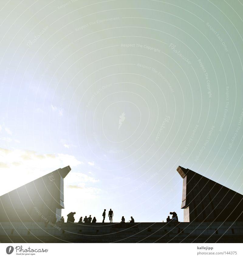 vom diesseits ins jenseits Mensch ruhig Leben Berlin Tod Menschengruppe Kunst Architektur Zukunft Tourismus Tor Denkmal Bauwerk Eingang Krieg