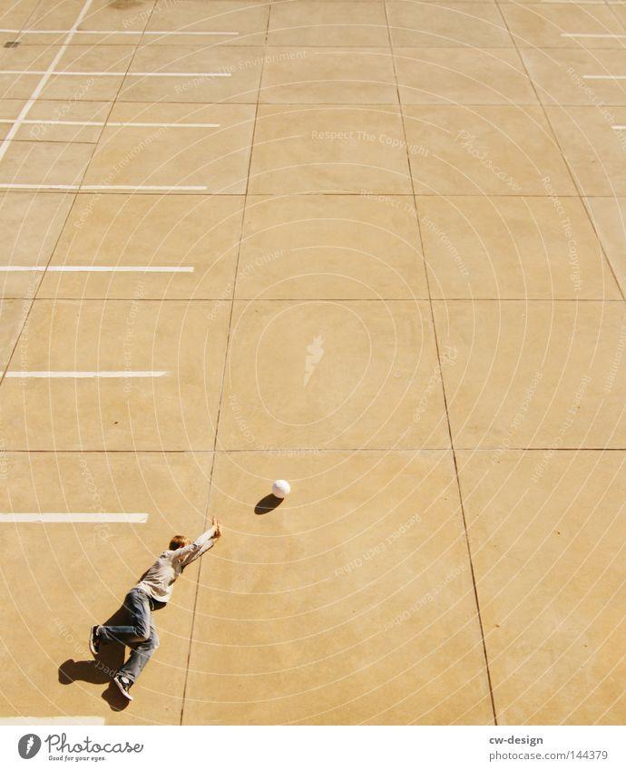 URBAN GAMES pt.I Mensch Mann Freude ruhig kalt Sport Spielen springen Stein Linie hell Freizeit & Hobby fliegen Beton Fußball Ordnung