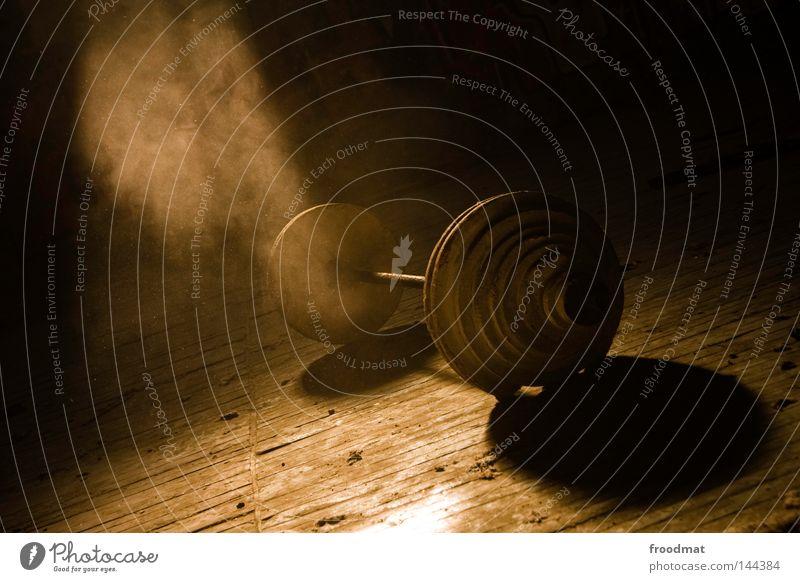 Wassili Iwanowitsch Alexejew alt Einsamkeit gelb dunkel Sport Spielen Beleuchtung Deutschland Kraft gold Nebel dreckig Geschwindigkeit gefährlich Kraft kaputt