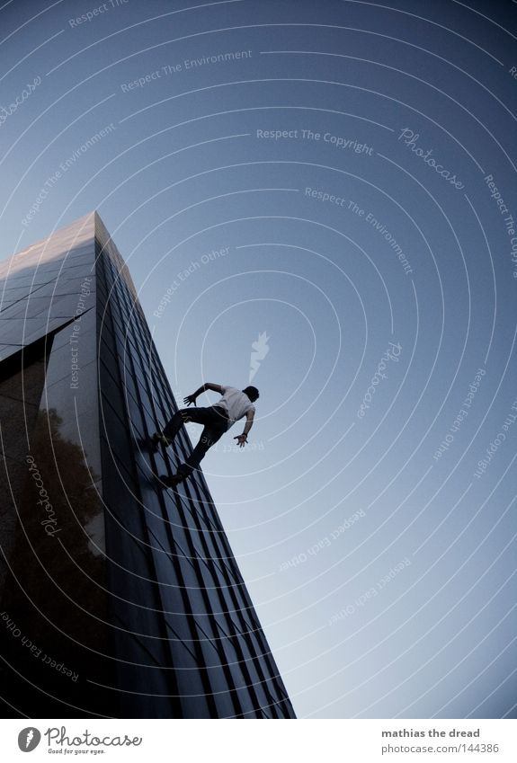 KALLE GOES SPIDERMAN Mensch ruhig Leben Tod Architektur Bewegung Kunst laufen hoch Geschwindigkeit Kraft gefährlich Aktion Zukunft bedrohlich