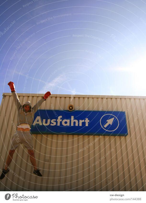 X-GAMES Mensch Mann blau Sonne ruhig kalt Spielen springen Stein hell Linie Freizeit & Hobby fliegen Schilder & Markierungen Beton Ordnung