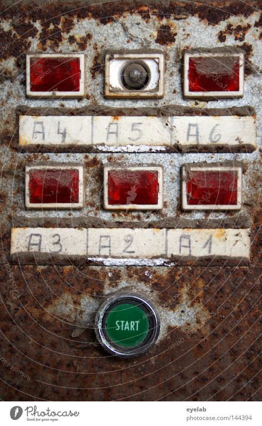 A1-A6 alt grün rot Metall Lampe Musik Beginn gefährlich Schriftzeichen kaputt Buchstaben bedrohlich Technik & Technologie Vergänglichkeit stoppen Kunststoff