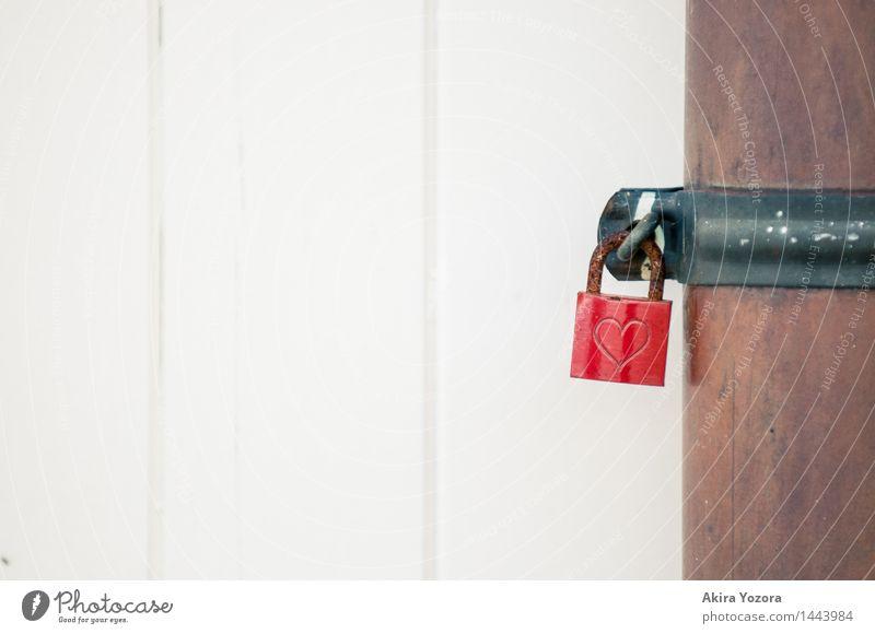 besiegelte Liebe Stadt weiß rot schwarz Wand Gefühle Mauer Glück Zusammensein Fassade Metall Herz Romantik Hoffnung Glaube