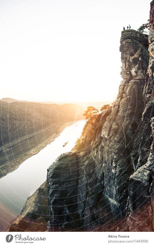 Enjoy the golden Sun Landschaft Himmel Wolkenloser Himmel Sonnenaufgang Sonnenuntergang Schönes Wetter Berge u. Gebirge Sächsische Schweiz Flussufer Elbe